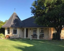 Boutique Accommodation - Gatehouse Cottage - Swan Valley, WA